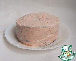 Намазать гречневый блин тонким слоем крема, накрыть следующим блином, намазать крем и т. д. У меня получилось 2 тортика по 10 коржей (блинов). Также смазать кремом верх торта и по бокам.