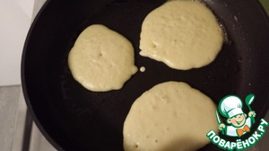 Heat the frying pan, add the oil and spread the dough by tablespoon (or what is more convenient : D )