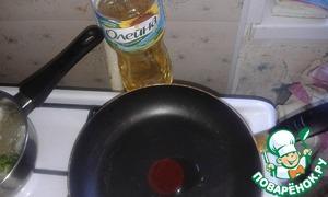 """Сковороду смазать растительным маслом """"Олейна"""" и выпекать блины с двух сторон"""