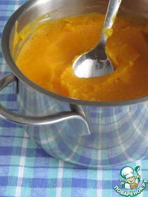 Такой ароматный соус получился, запах приятный и на вкус прелесть. Добавим сахар по вкусу и слегка припусти на медленном огне. Можно добавить побольше сока, ведь соус должен быть жидкий, но мне понравился погуще. Протрем готовый соус через сито. Этот соус можно подаватьк мясу.