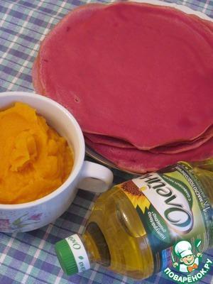 Вот и блины у нас готовы, и соус. Такие блины подходят, как для сладких, так и соленых начинок.