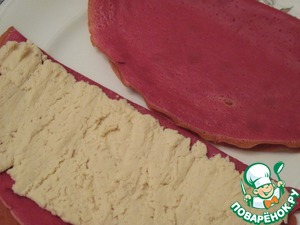 Pancake cut in half or just roll in half and put the filling made of chicken pate. Tighten the rolls.