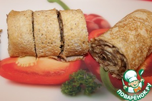 Put the filling on each pancake, roll up tightly in a roll. Each roll is cut into slices.