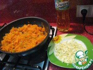 Today, make a stuffing of carrots, raisins and Adyghe cheese (I wanted to do in a nut sprinkles), but refused. Carrots to RUB on a large grater, put in a pan, add water, 100-150ml. and saute until tender (add water gradually) When the carrot reached half-ready, add the raisins, and grated (large grater), Adygei cheese 120 gr., sprinkle with cinnamon, mix well. Filling all ingredients need to be prepared.