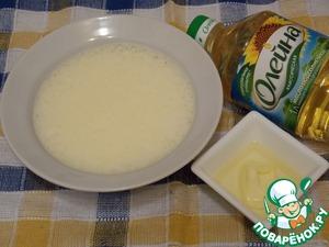 Растительное и сливочное масло смешать до однородной массы. Яйца взбить с сахарной пудрой до плотной пены (как на бисквит).