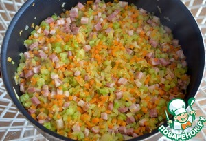 2. Heat the oil in a saucepan, add the onion and saute until transparent on medium heat for a few minutes, add the bacon, carrot and celery and cook, stirring occasionally, 6-7 minutes. If you want you can add ½ Cup of dry white wine.