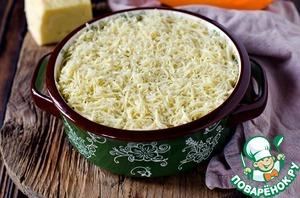 Посыпать оставшимся сыром.