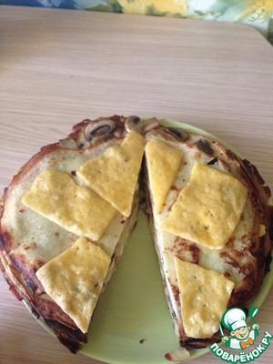 Вот готовый торт. Хотелось бы, что бы сыр расплылся по всему блину, но получилось как получилось. Все зависит от сыра. Вкус от этого, конечно, не поменялся ))!