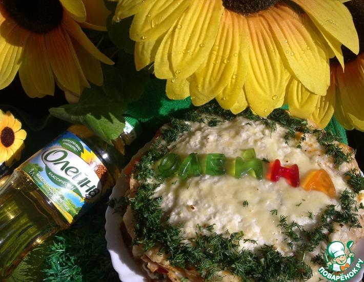 Рецепт: Блинный торт с помидорами и сырным кремом