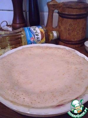 Начинаем собирать блинчики. Я испекла на курином бульоне вот такие 6 блинчиков по этому рецепту http://www.povarenok .ru/recipes/show/103  194/.