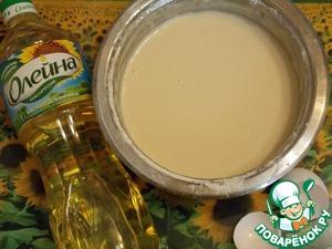 В небольшое количество теплого молока развести свежие дрожжи. Добавить сахар, соль и остальное молоко, перемешать. Добавить просеянную муку, яйца и перемешать до однородной массы. Ввести масло и снова перемешать.   Тесто поставить на 3-4 часа в теплое место. Во время брожения тесто надо перемешивать несколько раз, по мере его поднимания.