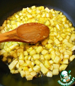 In a saucepan or deep frying pan, pour sunflower oil, put the chopped Apple and set on fire. Once the pan heats up, pour regular sugar and orange sugar. If no orange sugar, you can substitute orange zest. Add cloves. Stirring constantly simmer the apples for about 15 minutes.