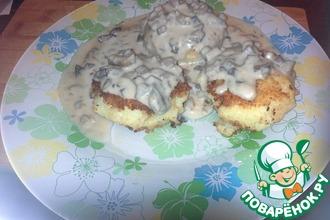 Рецепт: Биточки картофельные со сливочно-грибным соусом