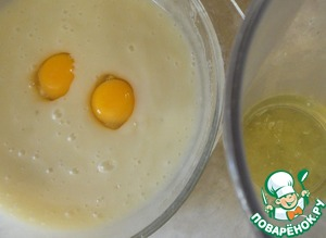Separate the yolks from the whites. The egg yolks added to the batter.