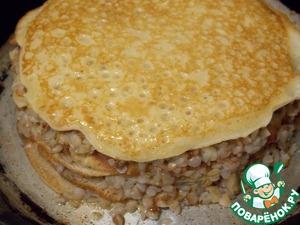 Верхний слой должен быть блин.   Смазать верх и бока маслом и поставить в духовку при t=180 примерно на 10 мин., пока не зарумянится.