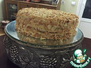 Через час торт осядет, выровнится. Смазываем верхний корж кремом. Измельчаем обрезки теста, посыпам крошкой верх и бока нашего тортика. Вот такой красавец у нас получился! Убираем в холод пропитываться на ночь! Начала готовить тесто на торт в 8 часов утра, в 7 вечера убрала пропитываться готовый торт (со всеми перерывами на тесто)