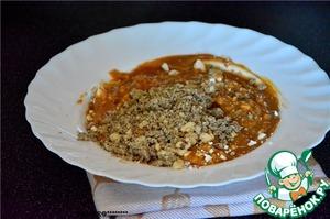 Орехи измельчить в кофемолке и добавить в крем. Размешать. (орехи можно брать по вкусу)
