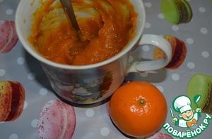 The pumpkin puree for the filling, add juice from Mandarin oranges, lemon zest, lemon juice, sugar.
