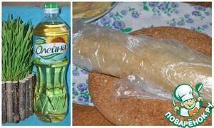 Блиный рулончик заверните в пленку и уберите в холодильник на пару часов. Перед подачей разрежте рулончики на две части и подавайте к столу.