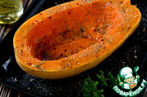 Half a pumpkin, remove the seeds, season with salt and pepper, add the paprika, thyme and rosemary, sprinkle with oil.  Bake in a preheated 180 g oven for 30 minutes ( until soft).  After cooking time ends, remove some pulp from the pumpkin and add it to quinoa.
