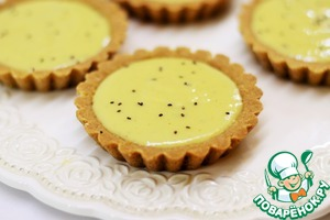 Strain the curd through a sieve. Cool slightly and fill a Kurd tartlets.  On top sprinkle (postponed in advance) by kiwi seeds and send the tartlets with the cream in the refrigerator for 2 hours.