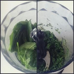 Pre-frozen grind spinach in a blender.