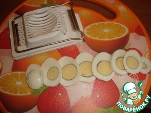Slice the eggs lengthwise into 2-4 parts.  You can use a ball-cutter.   Eggs you can use quail - then, of course, 10 pieces, looks very nice!