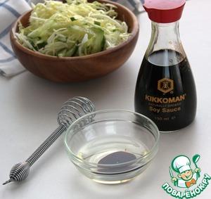 Stir vegetable oil with soy sauce Kikkoman.