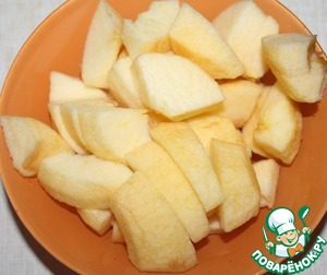 Apples peel, remove the seeds and cut into slices