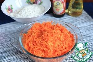 Морковь натереть на крупной терке. Потушить в микроволновой печи при мощности 800Вт 2 минуты. Пропустить через блендер или мясорубку.