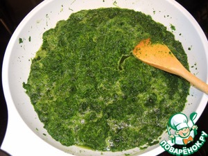 Spinach pour a small amount of boiling water, heat, drain in a colander.
