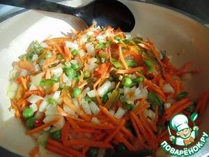 Обжарить овощи 1-2 минуты на среднем огне.