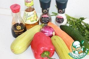 Все необходимые ингредиенты. Овощи и зелень предварительно моем. Лук и чеснок очищаем от кожуры. Кабачки используем молодые. Если кабачки старые, то предварительно снимаем с них кожуру.