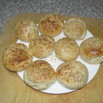 Вкусные булочки с колбасным сыром