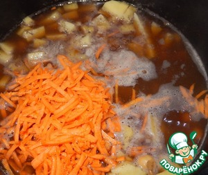 Then peel and grate carrots, add it to the soup.