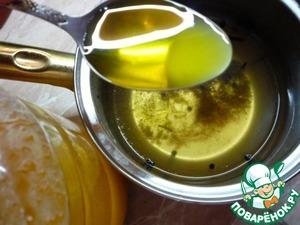 Влить мед и тщательно размешать.