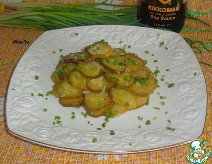 Рецепт: Огурцы под чесночно-соевым маринадом