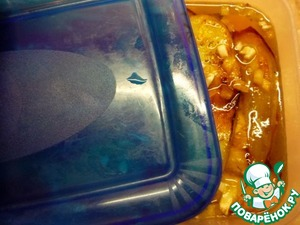 Pull out of marinade and roll in the rings of a snail. Before serving you can sprinkle with green onions. Bon appetit!