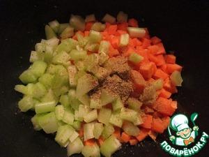 Добавить морковь и сельдерей, приправить кориандром и жарить 5 минут.