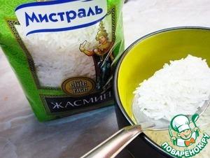 """Отмерять 150 граммов риса ТМ """"Мистраль""""."""