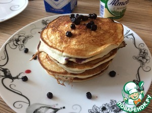 Ready pancake spread with slide grease are not necessary. And Decorate as desired!   Bon appetit!