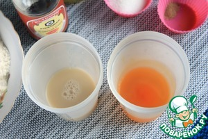 Dissolve yeast in warm water (0.5 stack.). Saffron diluted in hot water (0.5 stack.), and allow to cool.