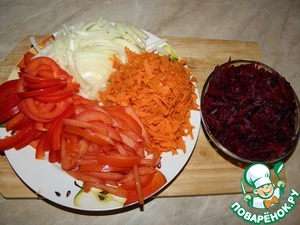 Onions, tomatoes and pepper, slice, carrots and beets grate.