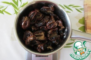 Dates with seeds, you will need about 500 g.  Dates are exempted from the bones and were weighed 375 g.
