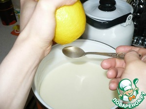 Then, add to this mixture 2 tsp lemon juice and mix well. Warm up all the components for another 2 minutes. on low heat (Boil it!).