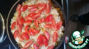Then add tomatoes, fresh parsley and salt to taste. Add water if necessary (the rice should not float, see photo).