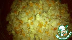 """Смешиваем в глубокой миске мясо грудок, вареный рис, сыр, обжаренные лук и морковь, все перемешиваем. Добавляем оставшиеся ингредиенты и снова тщательно перемешиваем. Вот такое пестрое """"тесто"""" у меня получилось."""