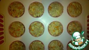 Форму для кексов смазываем ( у меня были бумажные формочки, и я не смазывала) и наполняем. Отправляем наши кексы в предварительно разогретую до 180 градусов духовку, прикрыв сверху фольгой на 25 минут.