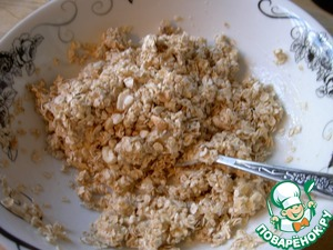 Pour crushed nuts into a banana-oat mass and mix
