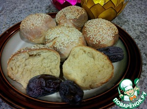 You can also make buns with sesame seeds. Dazzle of dough balls, dipped in sesame seeds, slightly pressing it in, and bake at 220S 20 15 min until Golden brown. These I baked in the convection oven. Good for sandwiches, burgers and in General instead of bread.